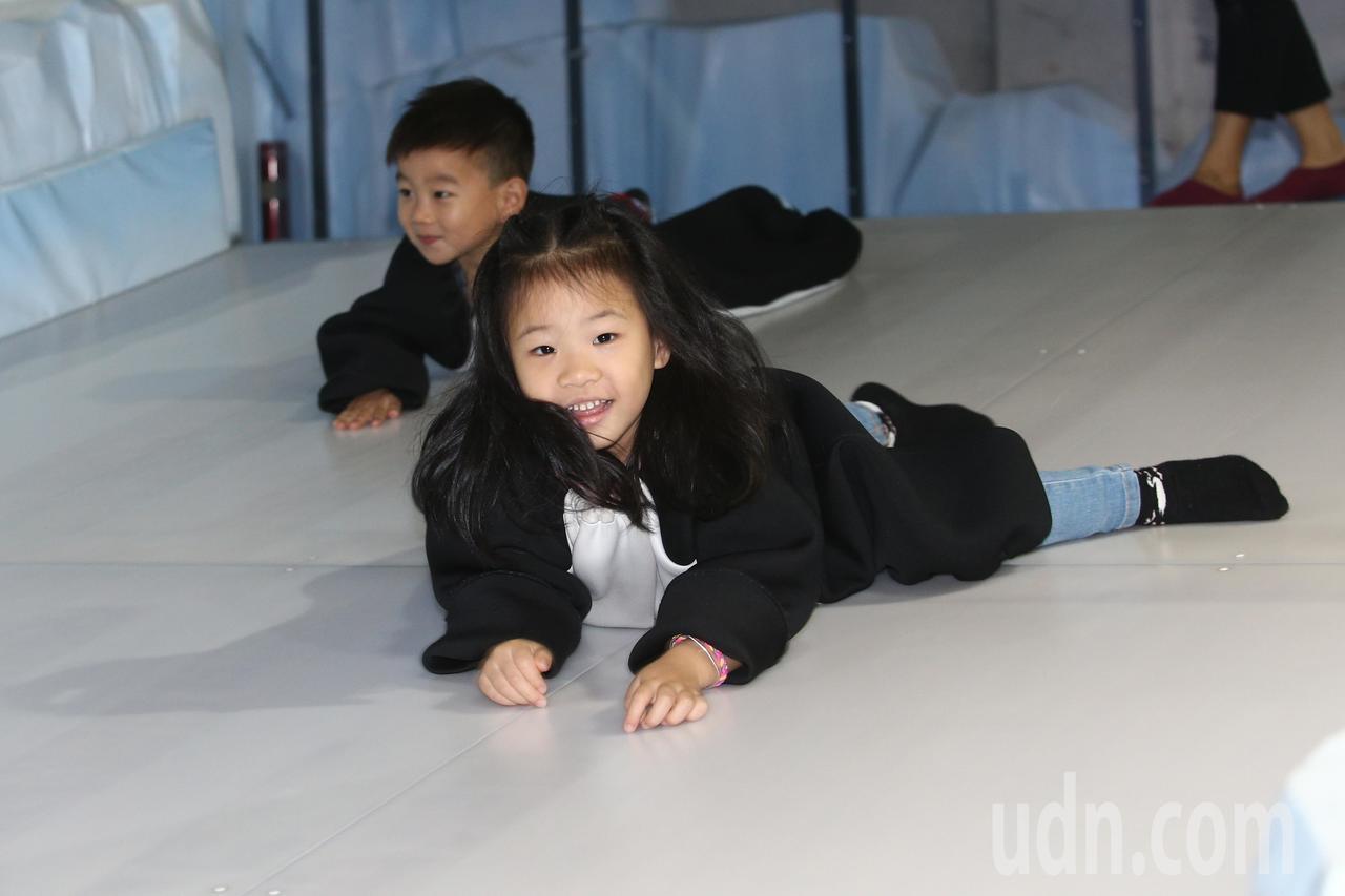 最夯的親子展「變變變!MOVE生物體驗展」上午突破全球30萬看展人數,展覽內有模...