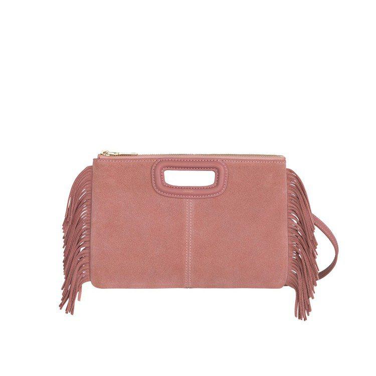 Maje粉色麂皮流蘇肩背包,售價11,360元。圖/Maje提供