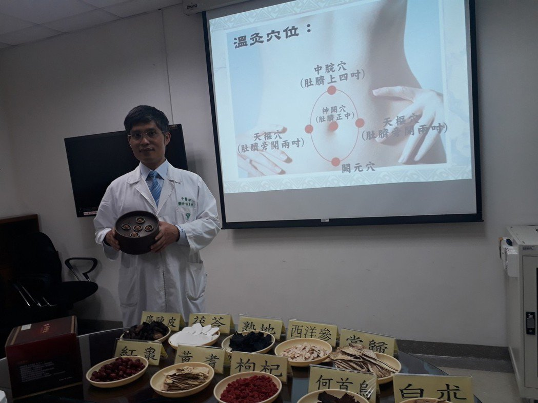 癌症病患常因治療疲憊不堪,奇美中醫部發表丹田溫灸療法。記者周宗禎/攝影