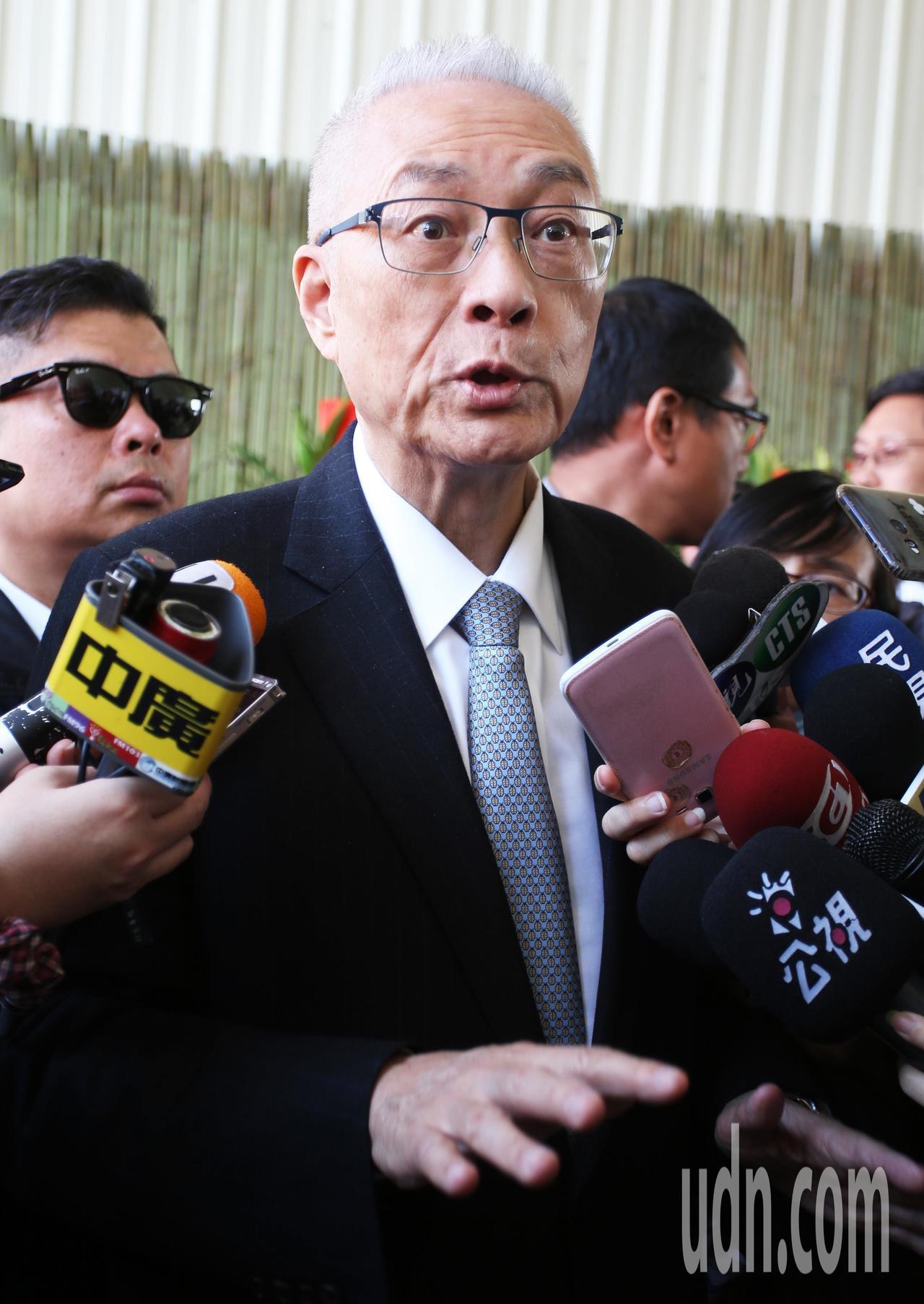 國民黨主席吳敦義到高雄光德寺參加祈福法會。記者劉學聖/攝影
