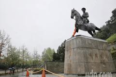 政大蔣銅像被鋸 促轉會:鼓勵校園內威權象徵反思