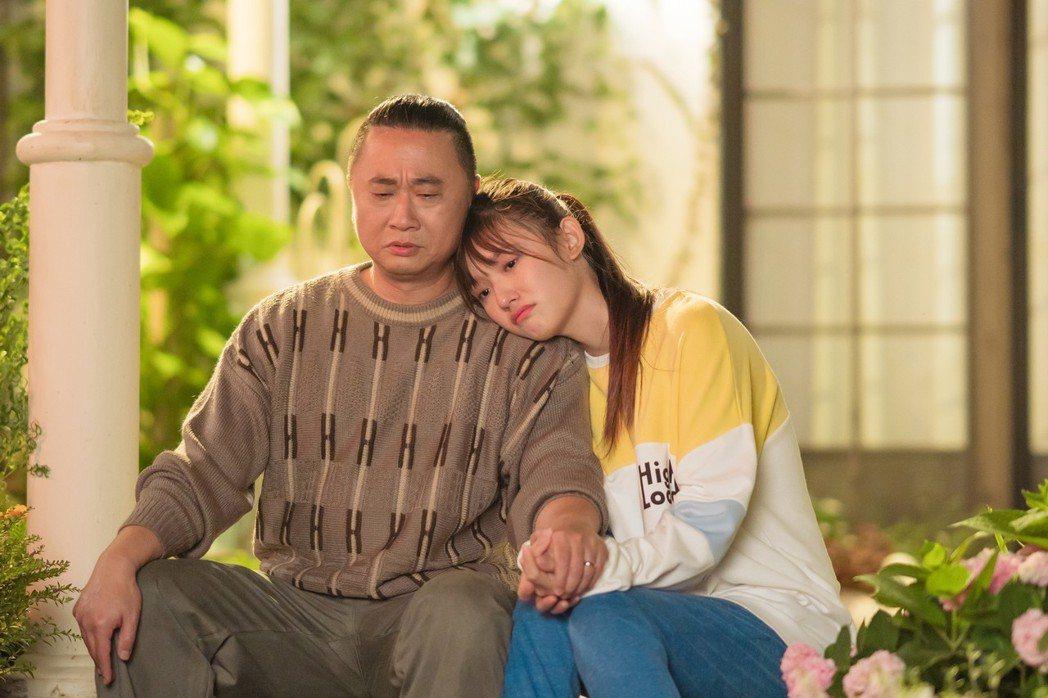 邰智源在「一吻定情」中飾演女主角林允的爸爸,搞笑搶戲。圖/京騰提供