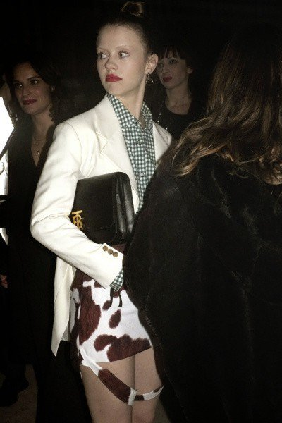 米亞高斯出席Vivienne Westwood & BURBERRY聯名派對時演...