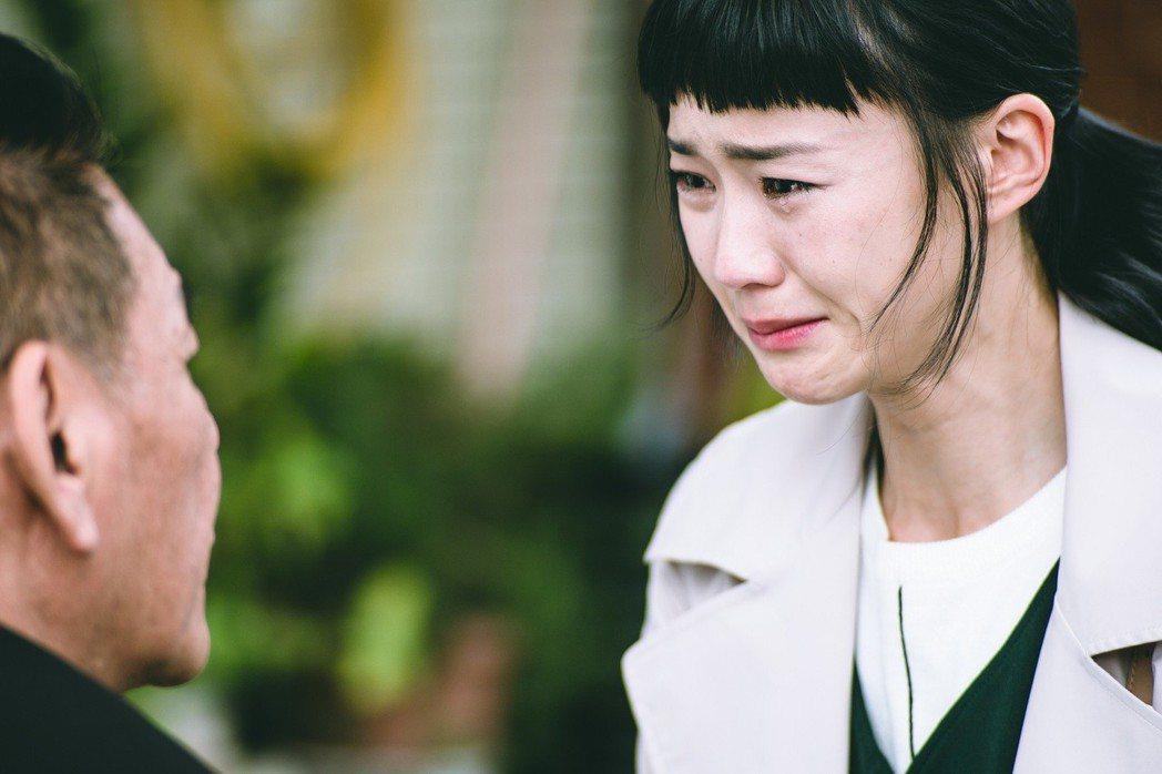 鍾瑶在一場父女戲中痛哭,眼淚鼻涕齊流。圖/東森提供