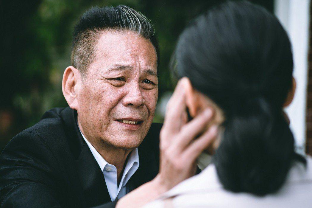 龍劭華面對戲中女兒鍾瑶,父女解開心結淚眼相對。圖/東森提供