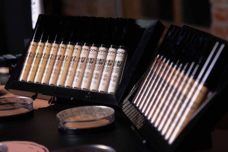 NYX Professional Makeup超持久不斷電特霧遮瑕棒多達24色。...