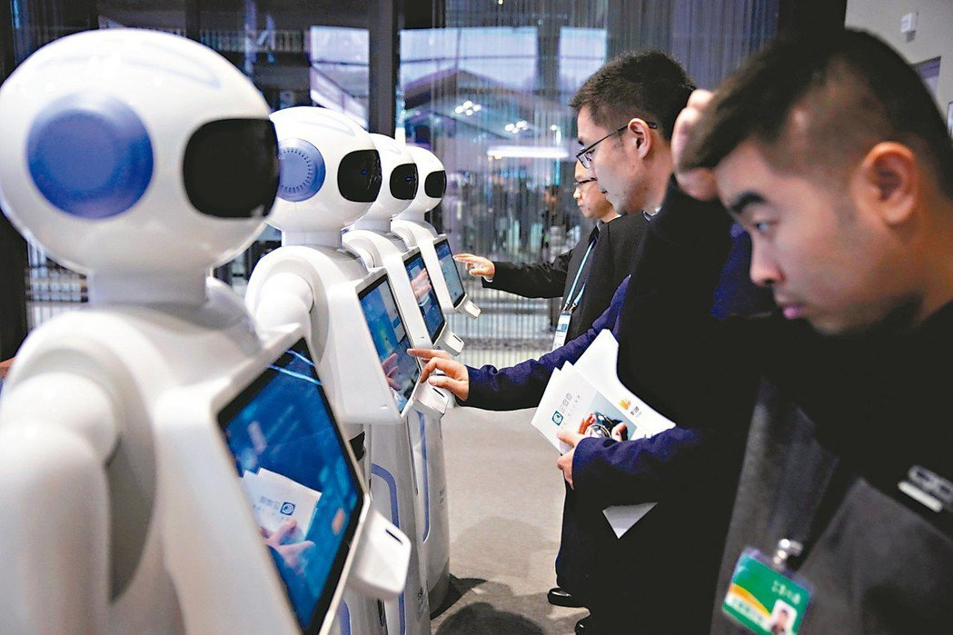 工業機器人未來可望創造就業、提高生產力和推升薪資水準,但目前似乎更能確定的是,工...