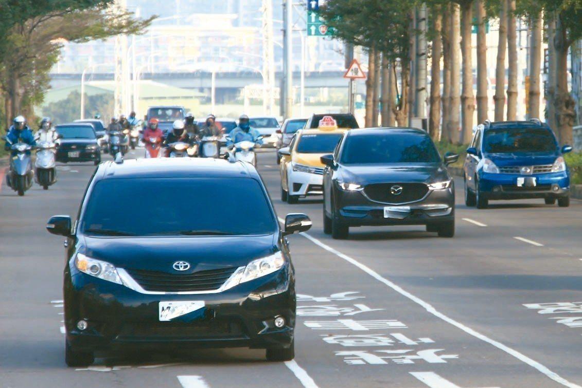 交通部21日預告Uber條款,引發租賃業者不滿。對此,交通部今(23日)表示,只...