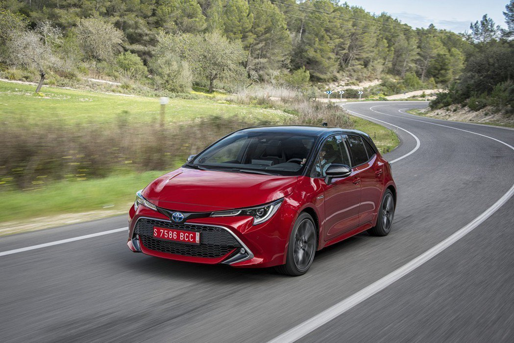 TOYOTA Auris將以升級戰力來迎戰MAZDA3及Ford Focus。 ...