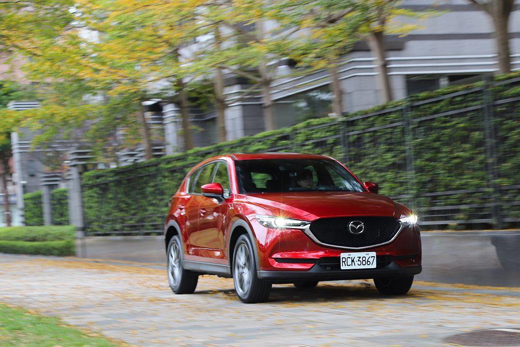 因應SKY-G 2.5L動力車型的加入,新年式Mazda CX-5於車型配備方面...