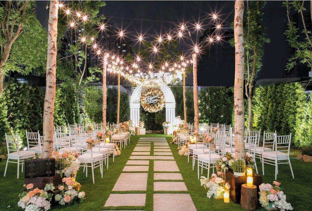 想要不出國,就能擁有媲美海外婚禮的證婚儀式嗎?位於台北市士林的青青食尚花園會館就...