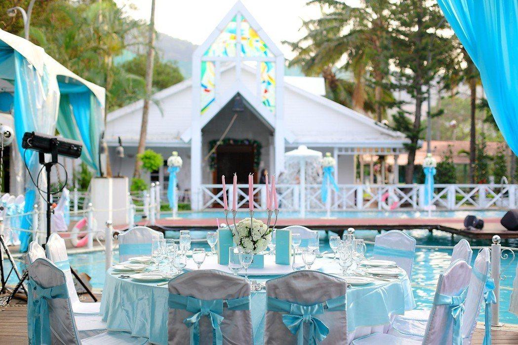 青青食尚花園會館最受歡迎的「池畔證婚」。 青青婚宴文創集團/提供
