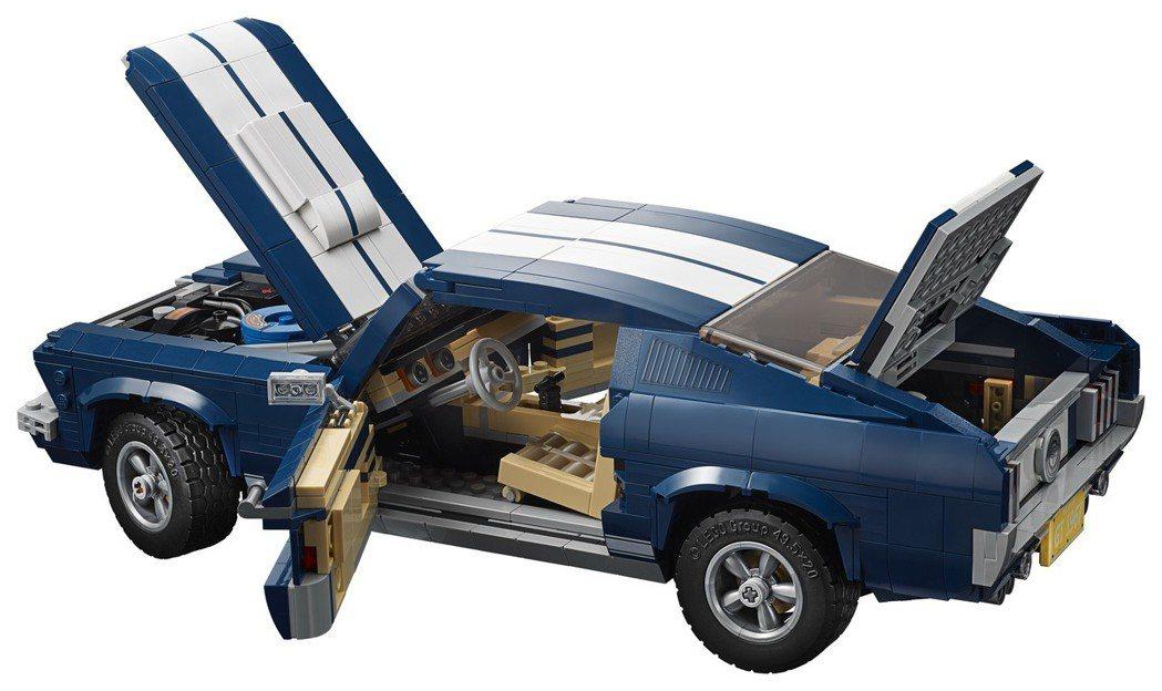 「LEGO 10265 Ford Mustang 福特野馬」的外型和內裝都相當精...