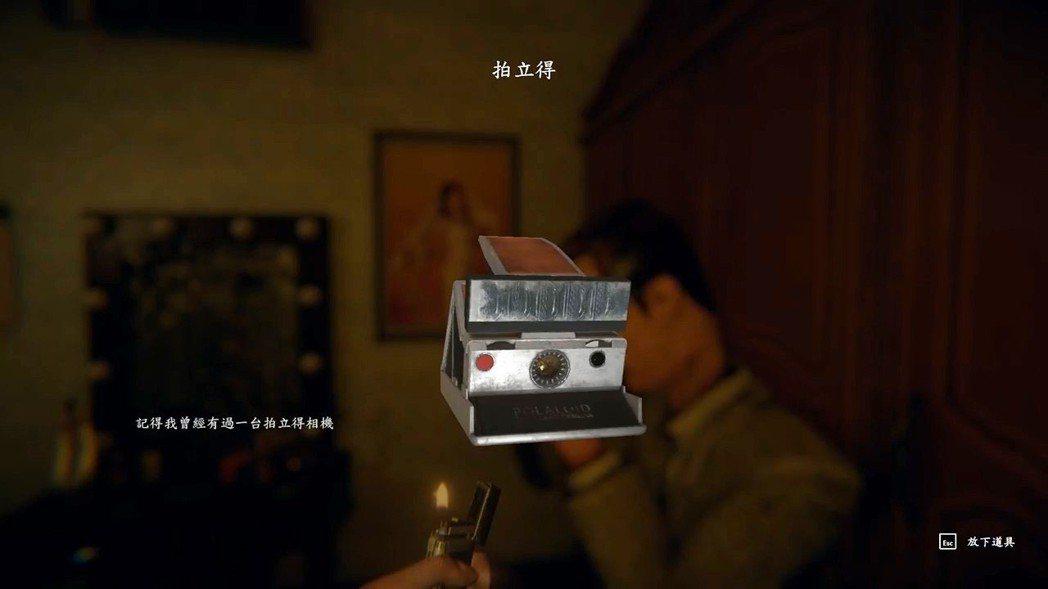 遊戲裡可以看到這個拍立得相機,仔細想想,在那個年代想要有一台拍立得相機,應該是所...