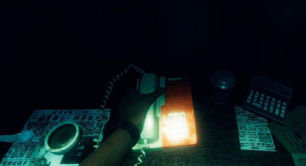 遊戲中當主角接電話的時候,旁邊有一張剪報,上面斗大的字寫著「一朝星舞台,終身放光...