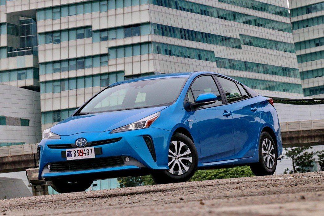 Toyota Prius是全球第一台量產的油電車。 記者陳威任/攝影