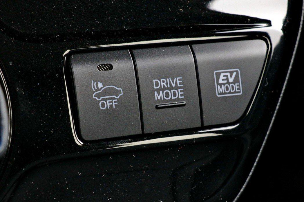 提供純電駕駛及駕馭模式調整。 記者陳威任/攝影