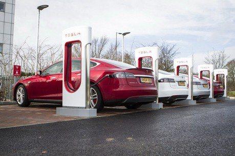 各車廠力推電動車  但充電站網路卻嚴重缺乏!