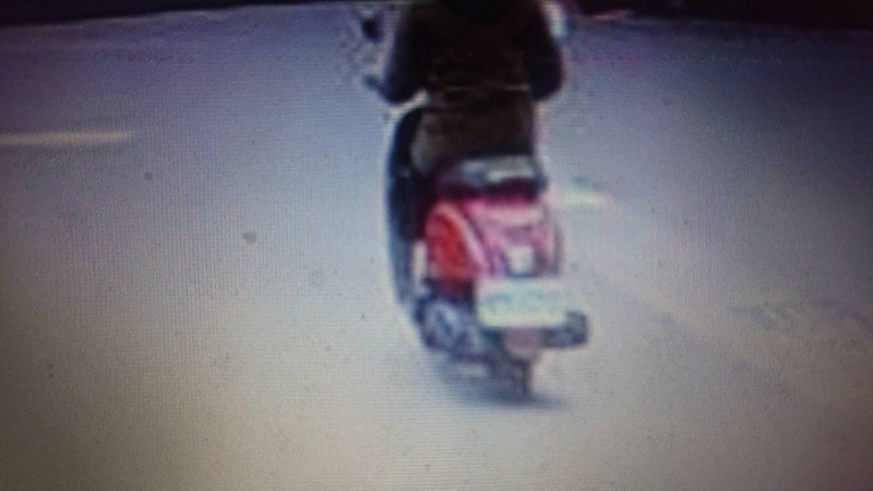警方找到嫌犯騎機車的關鍵畫面,往預謀犯案方向偵辦。記者邵心杰/翻攝