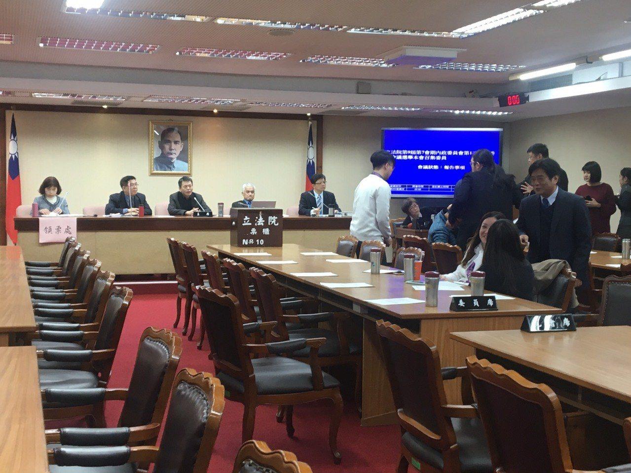 立法院今天舉行八個常設委員會的召委選舉,內政委員召委經由各黨團推舉產生。 聯合報...