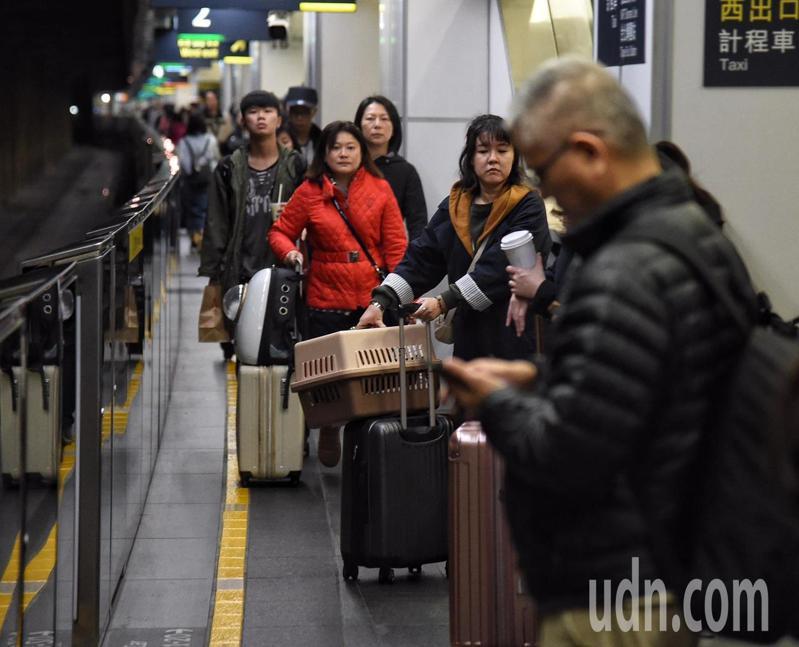 台灣高鐵公司配合政府「新南向政策」,積極拓展台灣與東南亞等地海外旅遊市場,與馬來西亞國際航空公司(馬航)攜手合作,推出限時優惠專案。本報資料照片