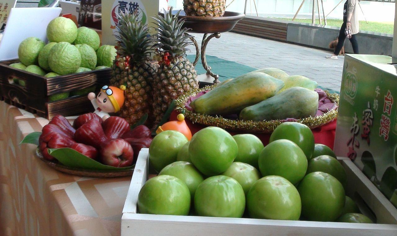 高雄市長韓國瑜要率團到星馬行銷高雄農漁產品,高市農業局長吳芳銘表示,外銷的水果品...