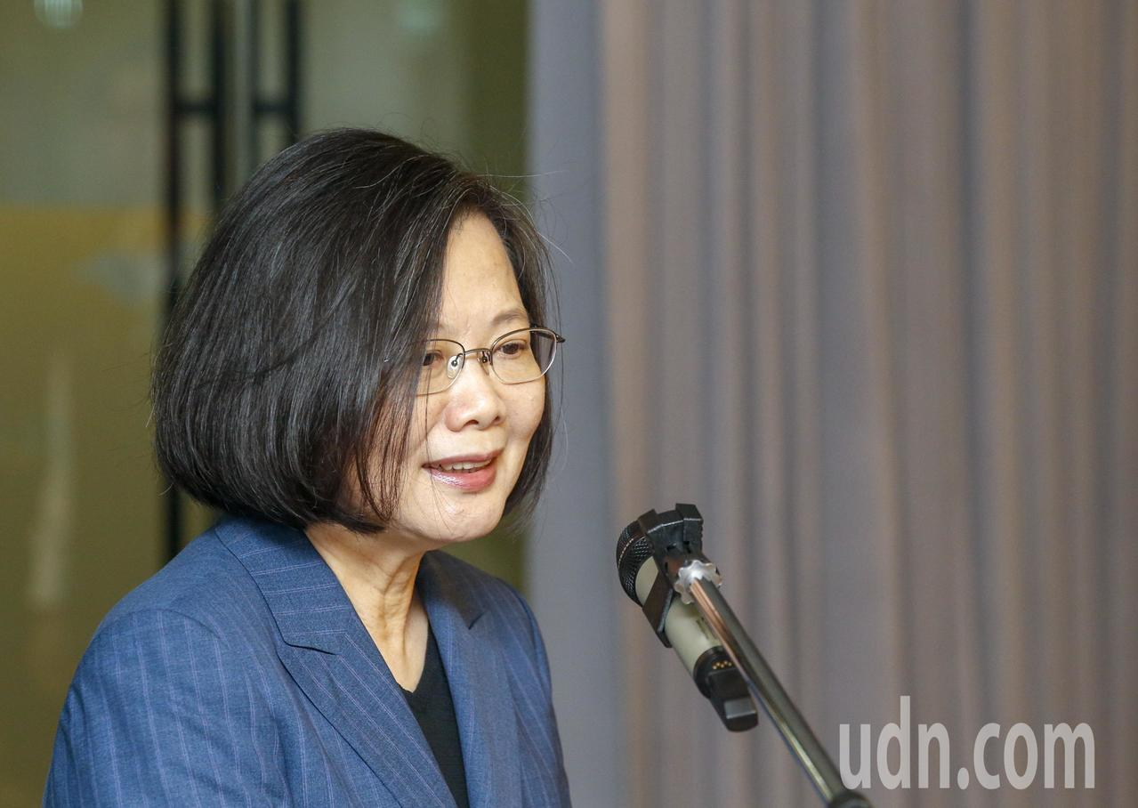 蔡英文日前接受CNN專訪,台灣承受第一波攻擊的防衛能量是有的,在第一波的攻擊之後...