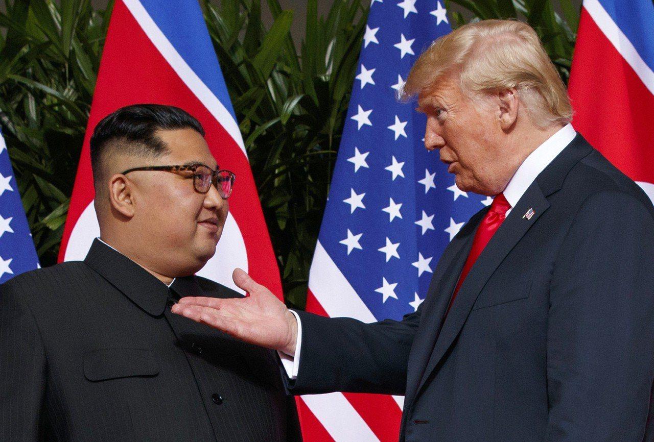 美國總統川普(右)與北韓領導人金正恩(左)將在越南首都河內舉行第2次峰會。,圖為...