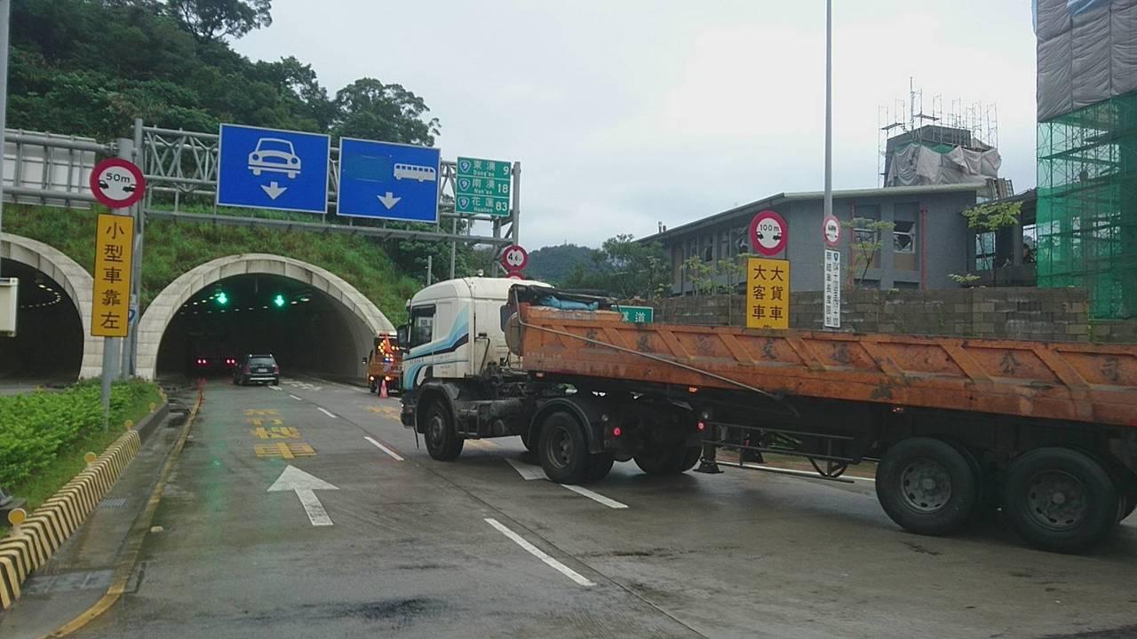 公路總局第四區養護工程處今天宣布,因應228連續假期,為緩解龐大的交通疏運量,2...