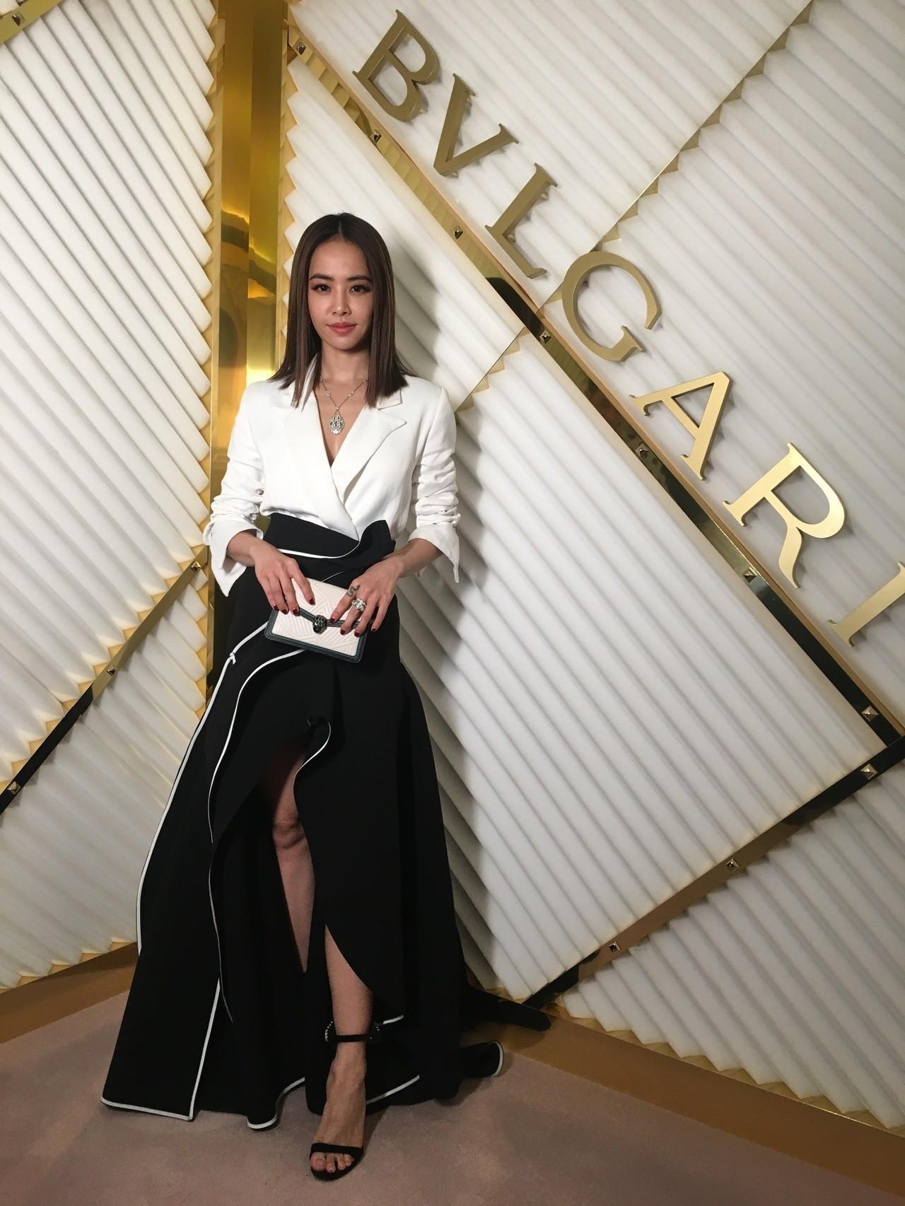 蔡依林以一身黑白深V長裙造型亮相寶格麗米蘭秋冬新品發表活動。記者吳曉涵/攝影