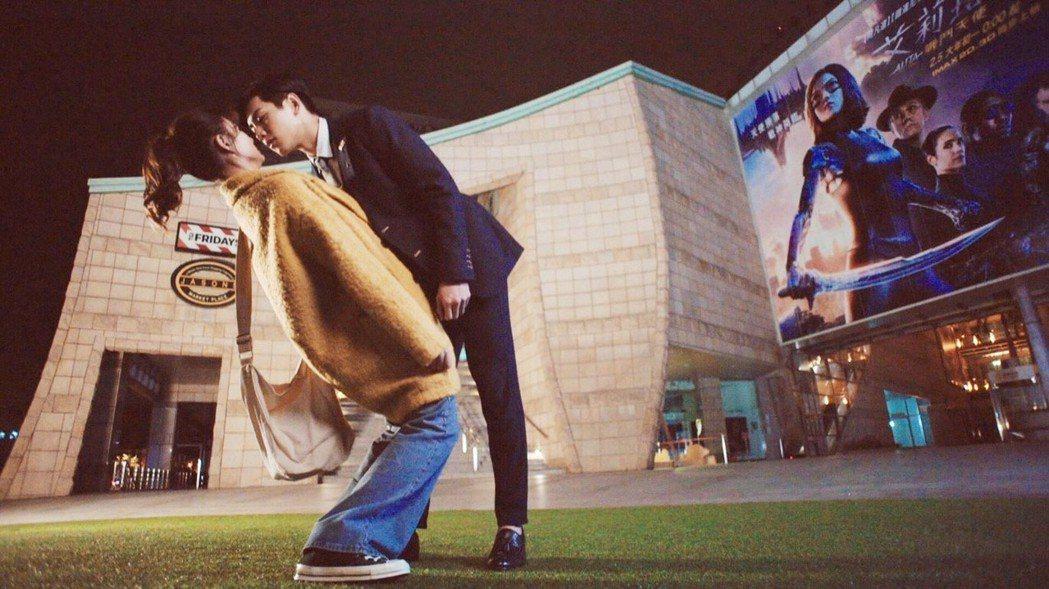 禾浩辰(右)和安心亞拍吻戲。圖/三立提供