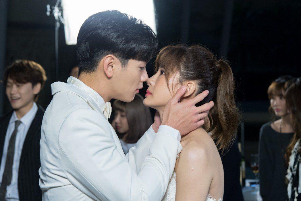 禾浩辰(左)和安心亞拍吻戲。圖/三立提供