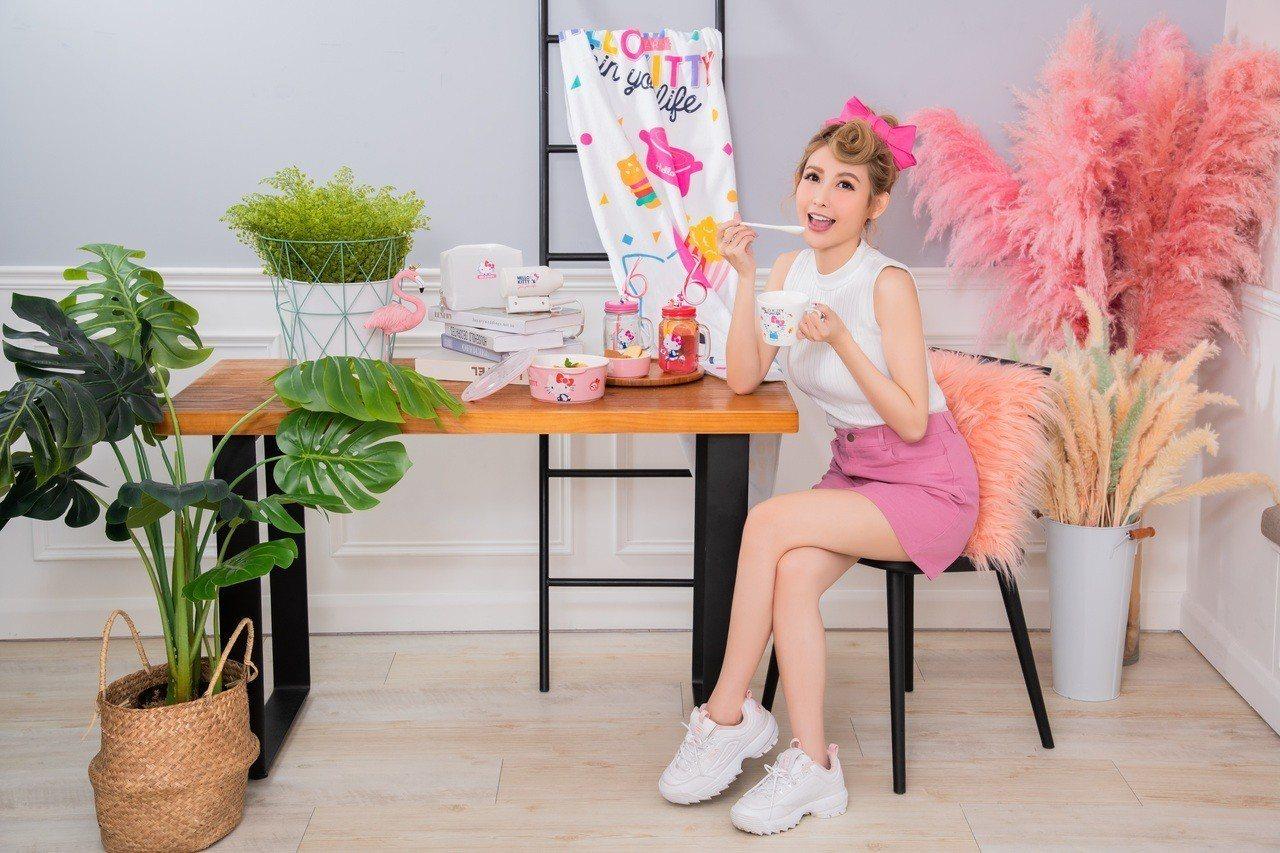 康是美2月27日至4月16日分3波段共推出10款Hello Kitty 45周年...