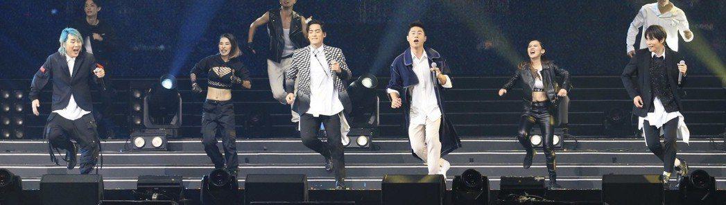 5566攻上小巨蛋舉辦「Since 5566 台北小巨蛋演唱會」。記者林伯東/攝...
