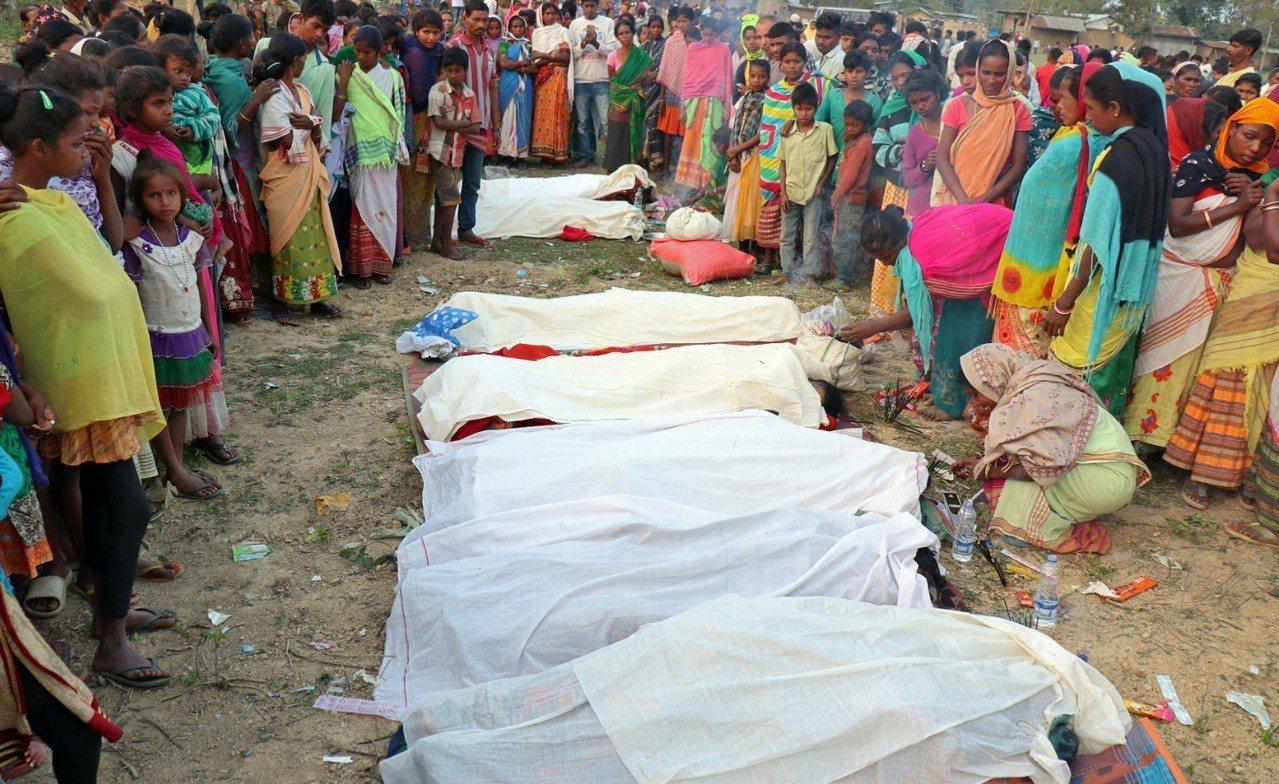 印度東北部阿薩姆省發生私酒中毒事件,造成98人喪命及至少200人住院治療。 路透...