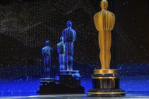 一年一度奧斯卡金像獎明天將在加州好萊塢登場,以下為法新社彙整的本屆奧斯卡相關趣聞和數據:◎ 艾方索柯朗笑傲四方墨西哥導演艾方索柯朗(Alfonso Cuaron)的黑白片「羅馬」(Roma)風光入圍...