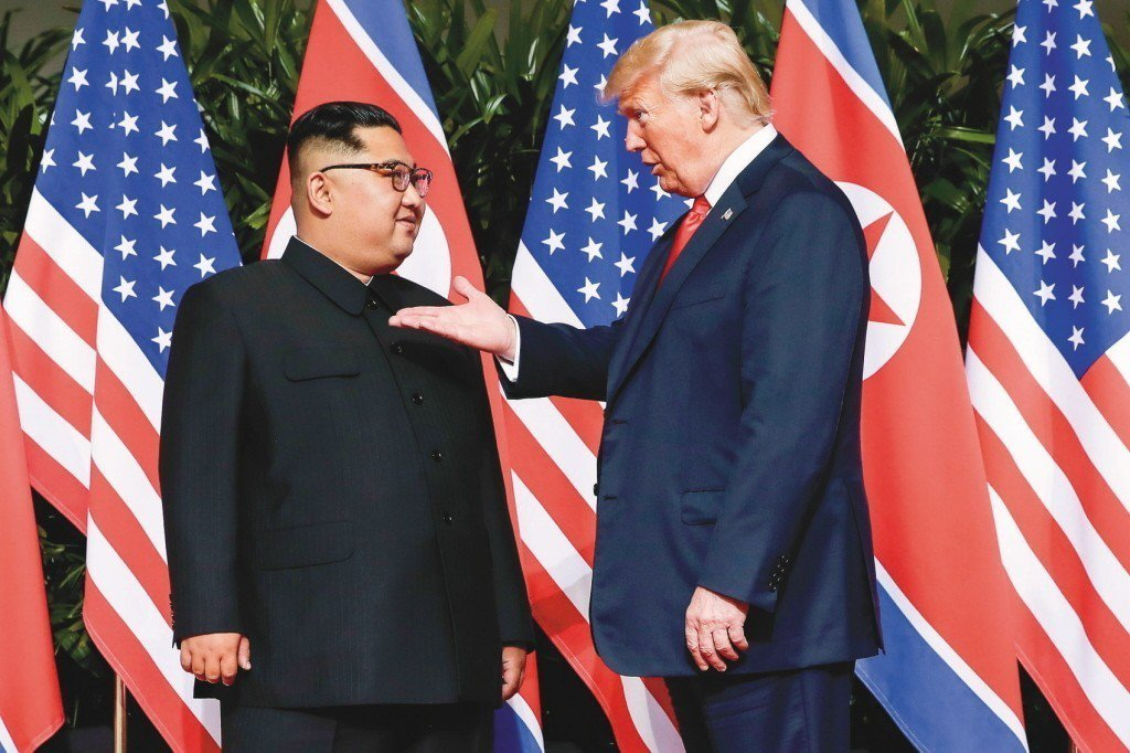 川普和金正日即將在越南二會。圖為兩人去年六月在新加坡舉行首次川金會。 美聯社