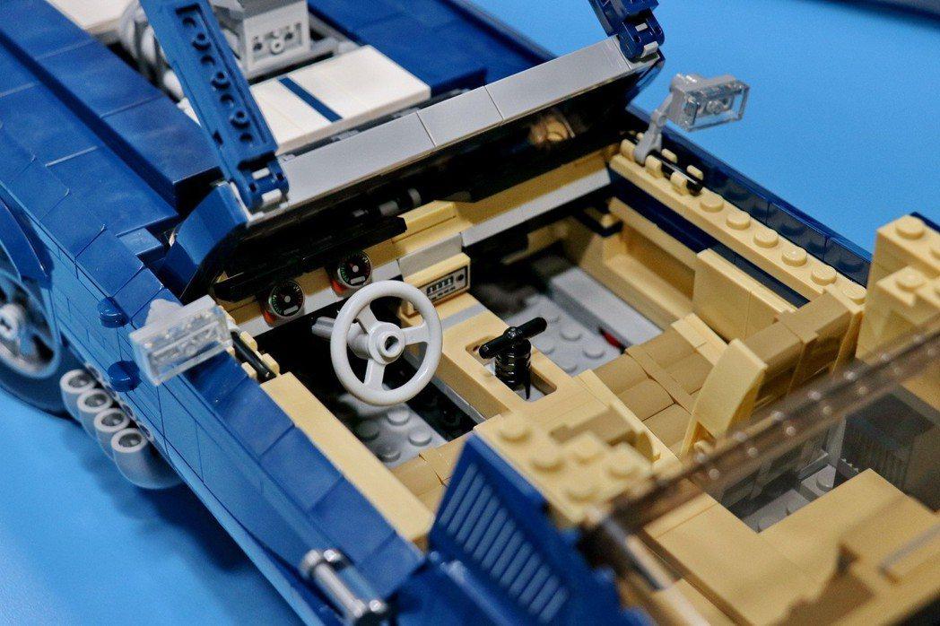 方向盤可以操作前輪進行轉向。 記者陳威任/攝影