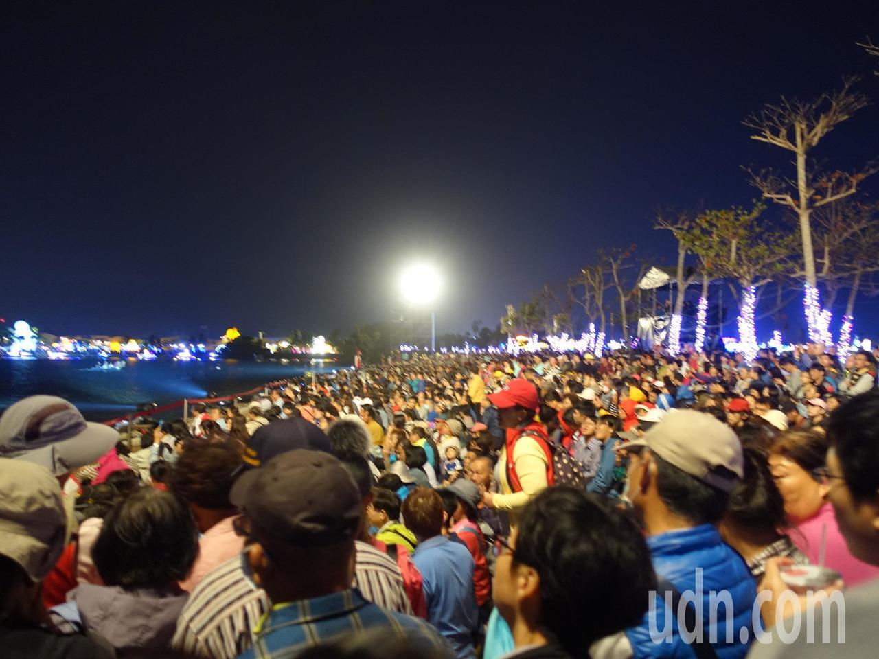 連日來的水上劇場場場爆滿。記者翁禎霞/攝影