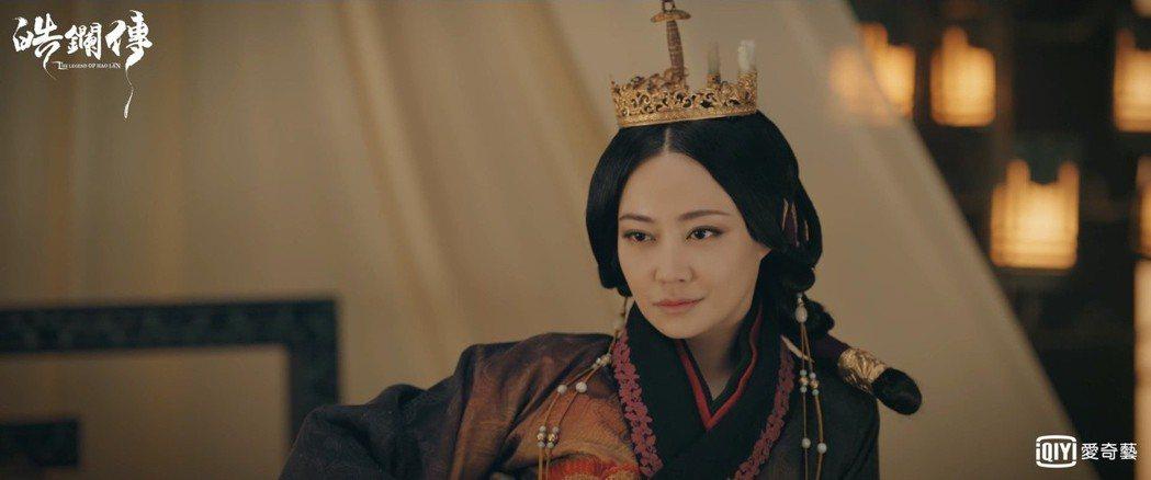 譚卓飾演華陽夫人,標準蛇蠍美人。圖/摘自微博