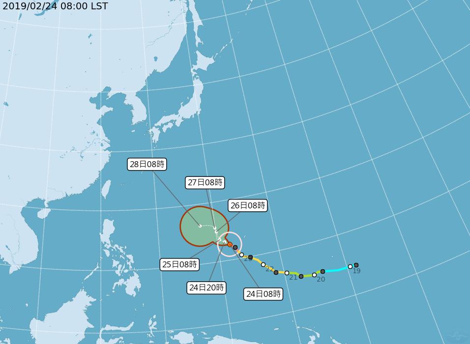 蝴蝶昨晚8時升級為強烈颱風,緩慢往西北方向前進。圖/翻攝自中央氣象局網站