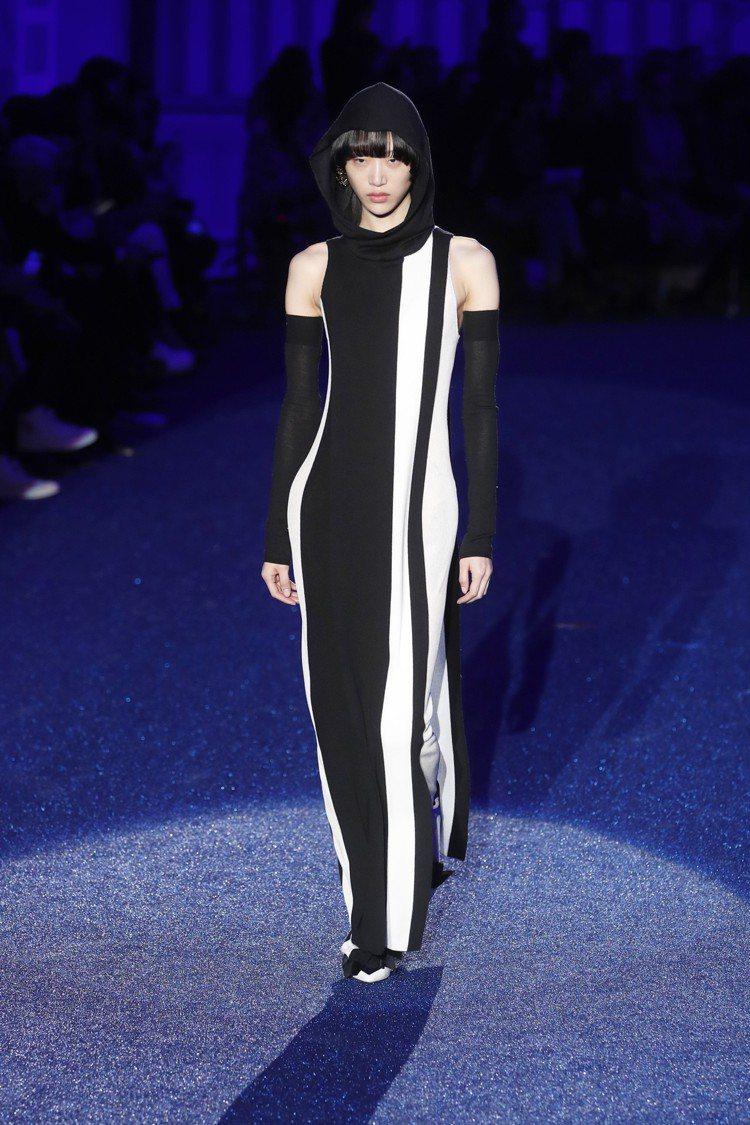 Missoni長袍式的色塊服裝,其靈感來自七〇年代的時尚,帶有迷幻感。圖/美聯社