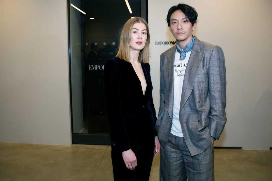 張震出席米蘭時裝週的Giorgio Armani秋冬時裝秀,巧遇「控制」女主角羅