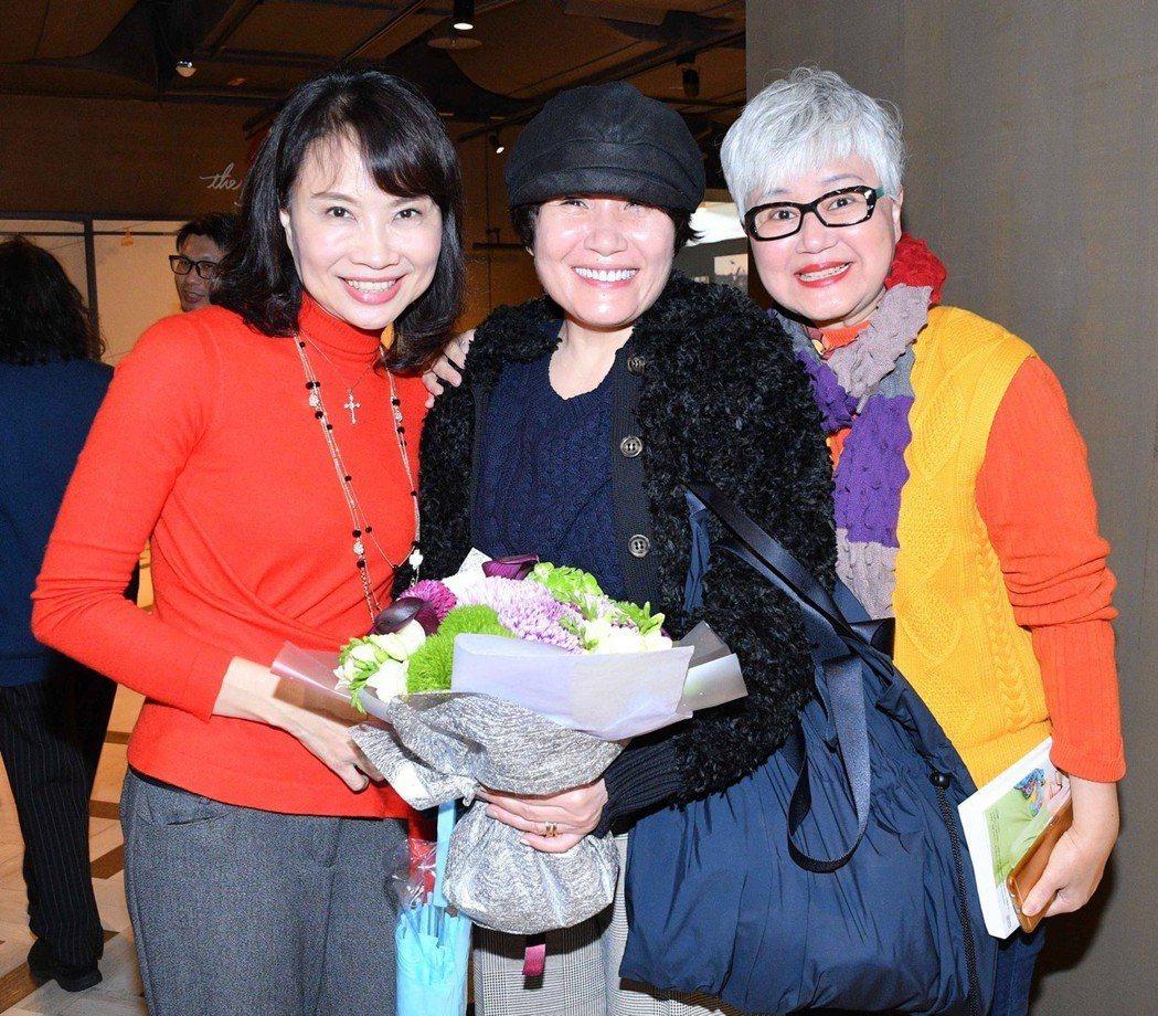 陳鳳馨(左起)、導演徐譽庭及高愛倫。圖/高愛倫提供