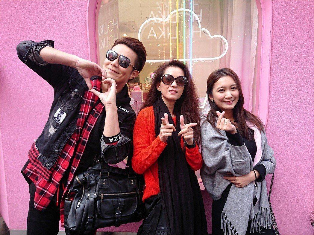 余政鴻(左起)、葉全真、小延前進韓國做跨境直播電商節目。圖/翰成數位直播提供