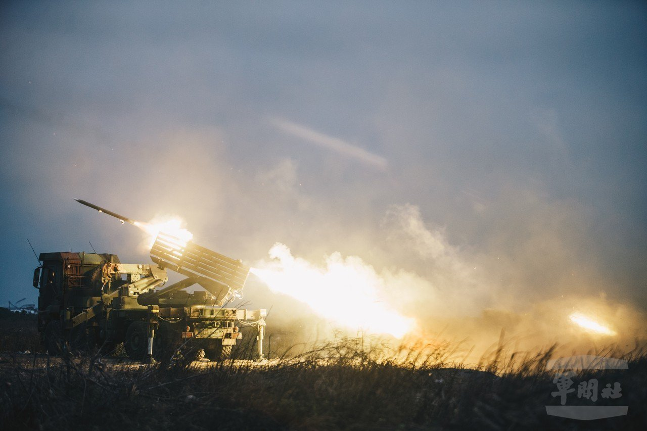 中科院研發的雷霆2000多管火箭系統。圖/軍聞社