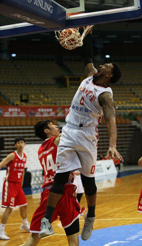 璞園隊洋將強森攻下全場最高的24分。圖/中華籃球協會提供