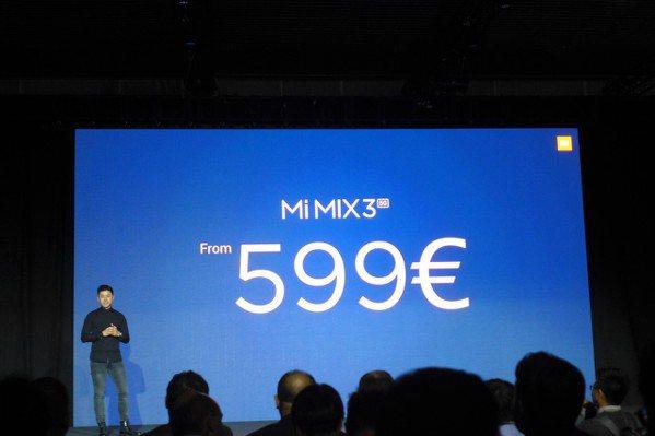 小米5G手機,也就是Mi MIX3的5G版本,售價為599歐元起。記者鐘惠玲/攝...