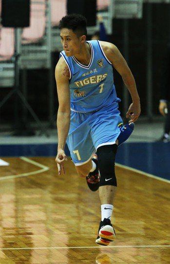 達欣隊施顏宗最後投進2顆三分球助隊逆轉。圖/中華籃球協會提供