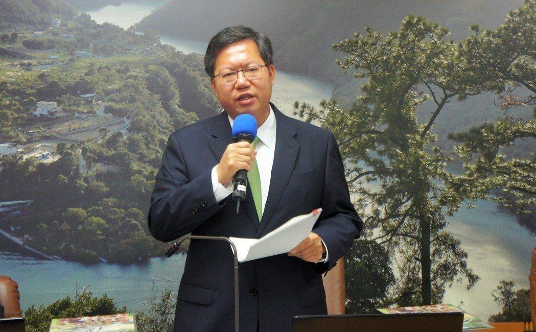 桃園市長鄭文燦曾在2017年被反年改群眾撞傷導致肋骨骨折。 圖/聯合報系資料照片